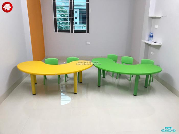 Bàn ghế nhựa đúc cho bé hình bán nguyệt nhập khẩu HA1-006