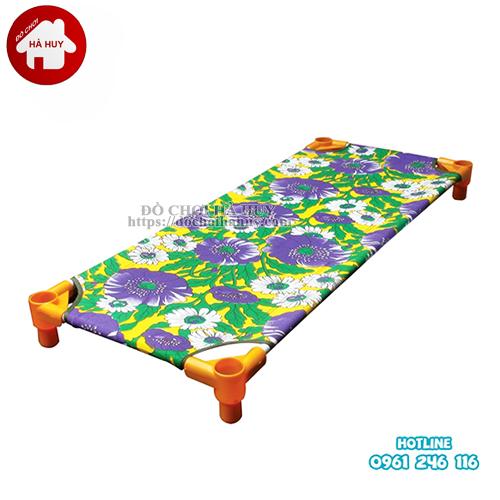 Giường ngủ mầm non giá rẻ siêu thấm cho trẻ em mầm non Giuong-bat-hoa-3