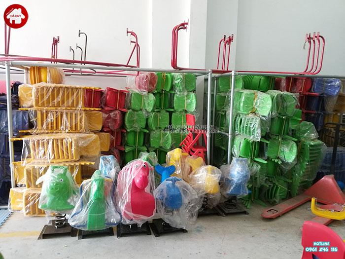 Ghế nhựa đúc cho bé mầm non chữ A HC1-001
