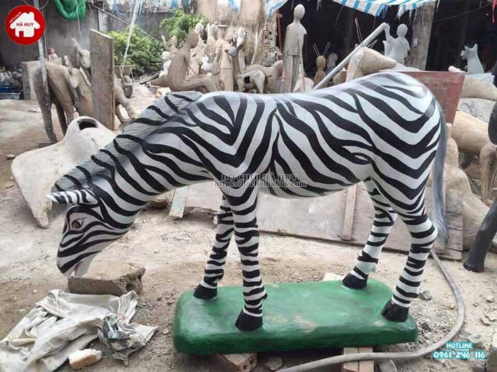 Tượng con Ngựa vằn vườn cổ tích HB11-021