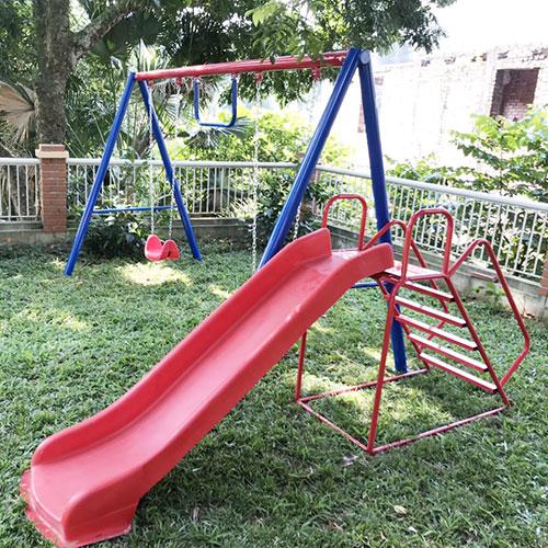 Xích đu cho trẻ mầm non gắn thang leo cầu trượt đơn giá rẻ