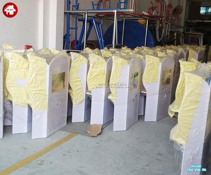 Bộ bàn ghế Kidsmart ngồi học máy tính HC1-009
