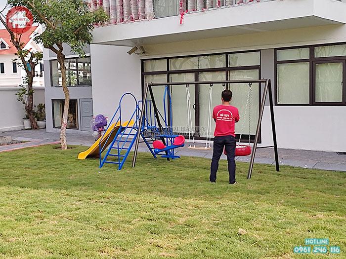 Xích đu trẻ em ngoài trời 3 chỗ kèm cầu trượt đơn HB4-015