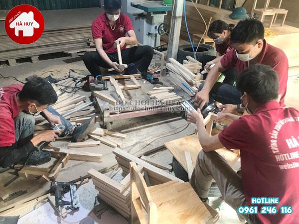 Ghế gỗ mầm non chân gỗ cao 28cm HC1-004-8