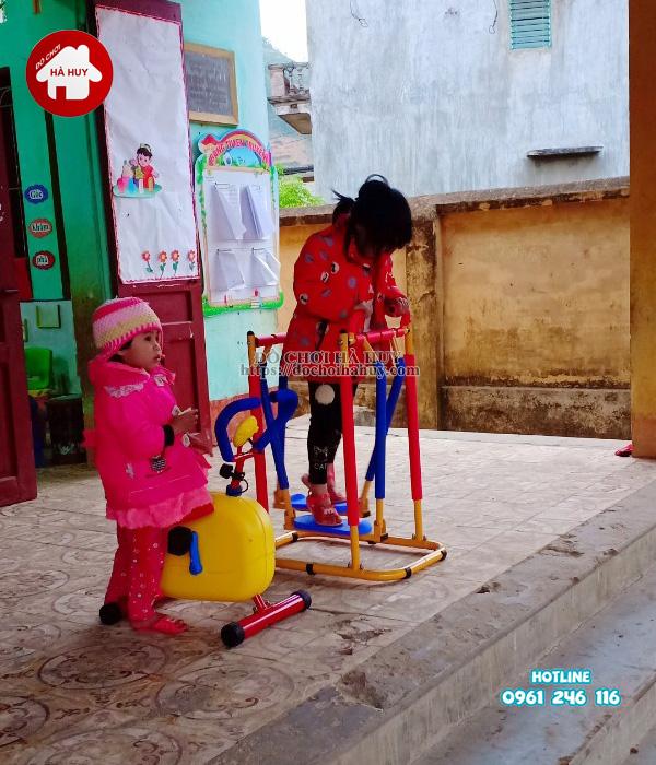 Lắp đặt nhà khối liên hoàn kèm xích đu tại trường mầm non ở Bắc Giang