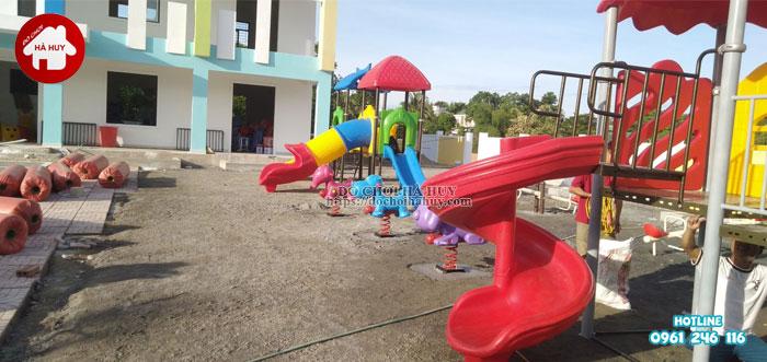Lắp đặt đồ chơi ngoài trời cho trường mầm non tại Nghệ An-2