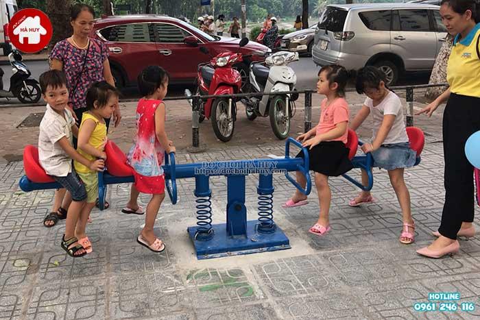 Lắp đặt đồ chơi ngoài trời tại chung cư HH Linh Đàm, Hà Nội Lap-dat-choi-ngoai-troi-tai-chung-cu-hh-linh-dam-ha-noi-21