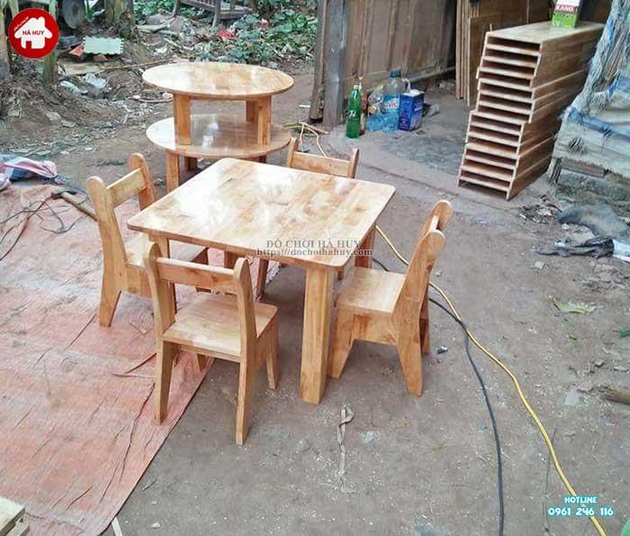 Bàn gỗ mầm non hình vuông HC1-014-2