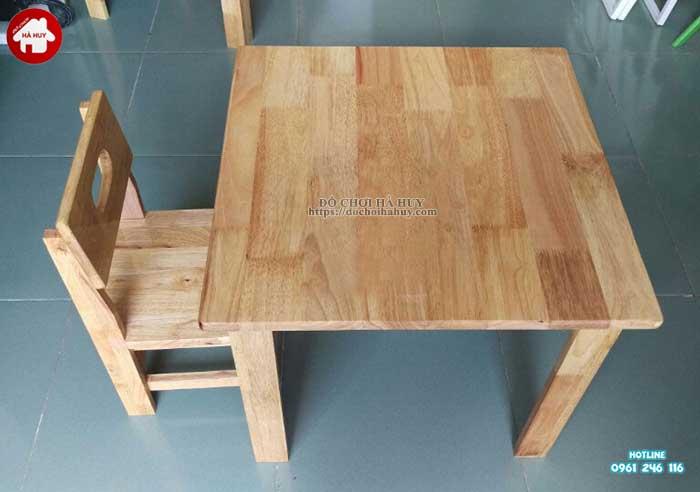 Bàn gỗ mầm non hình vuông HC1-014-3