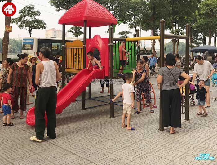 Mua đồ chơi ngoài trời gì cho khu vui chơi công cộng của trẻ em-1