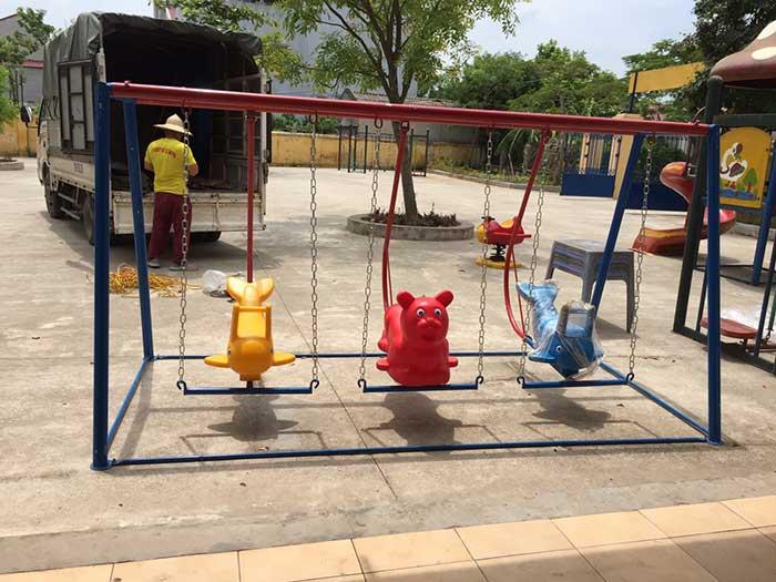 Top 5 những đồ chơi ngoài trời được các bé mầm non ưa thích nhất Top-5-nhung-choi-ngoai-troi-duoc-cac-mam-non-ua-thich-nhat-2