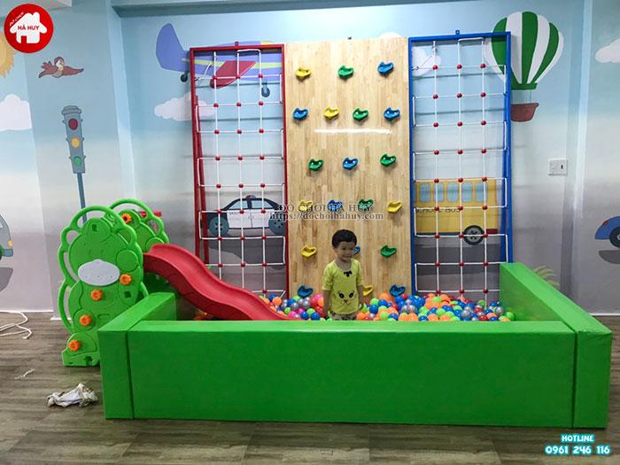 Lắp đặt vách leo núi, bể bóng cho bé mầm non tại Tp. Hưng Yên-2