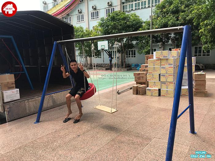 Sản xuất xích đu, thang leo tứ diện cho bé trường mầm non tại Hà Nội