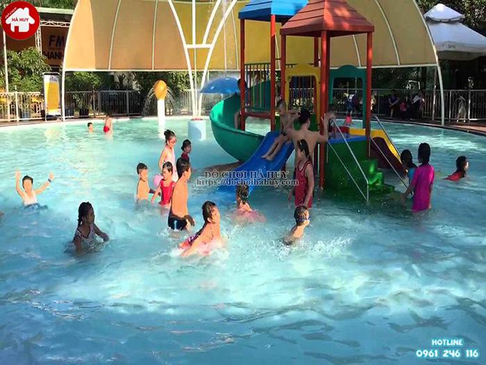Phương pháp chọn cầu trượt bể bơi tốt cho công viên nước  Cach-chon-mau-cau-truot-boi-phu-hop-cho-cong-vien-nuoc-vua-va-nho-1-1