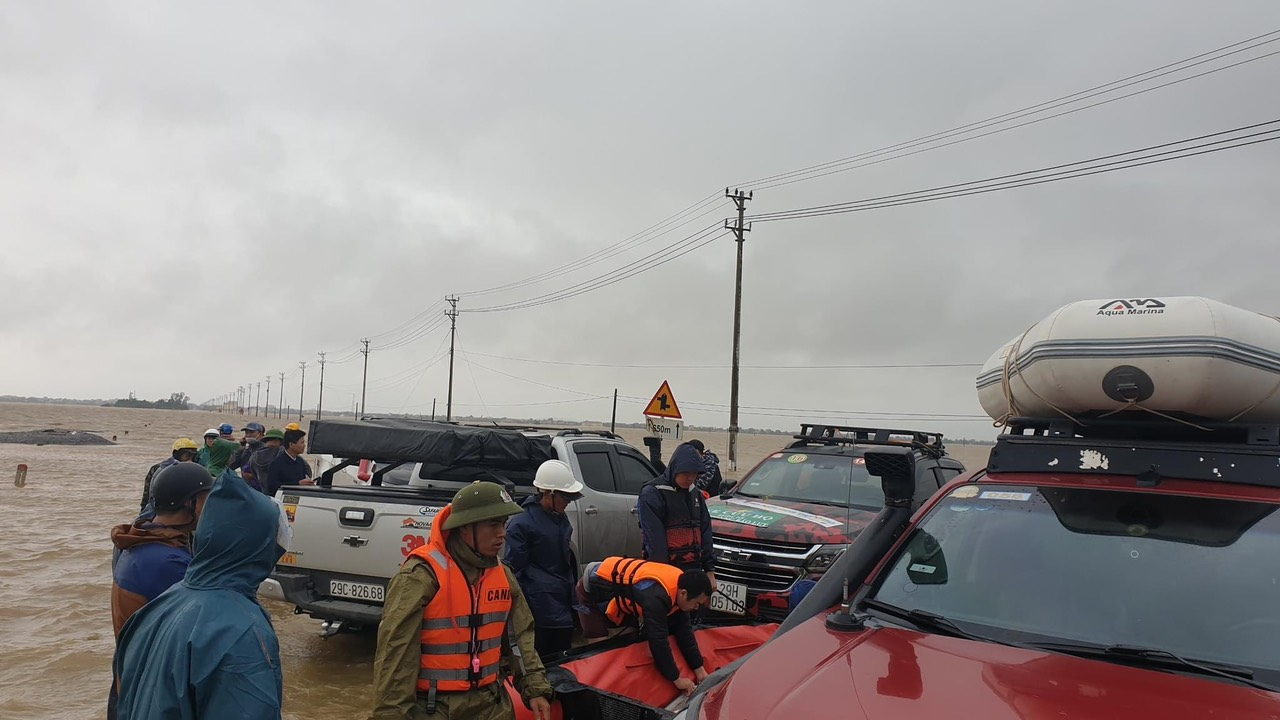 Chuyến đi hỗ trợ và giúp đỡ người dân miền trung sau bão lũ