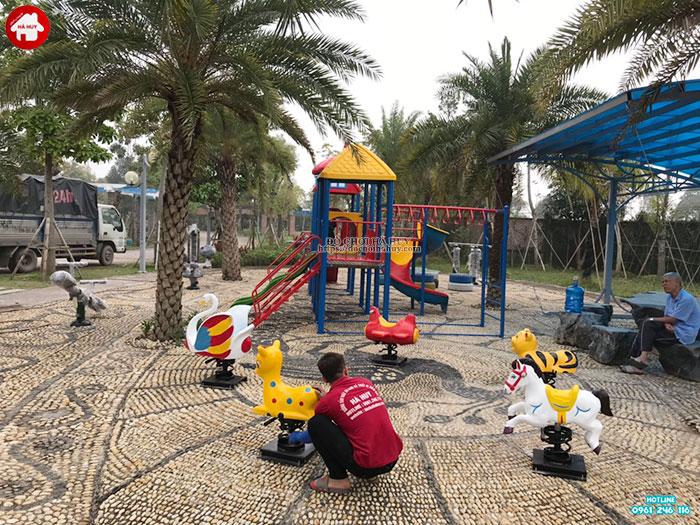 Nên lắp đồ chơi gì cho sân chơi ngoài trời công viên công cộng