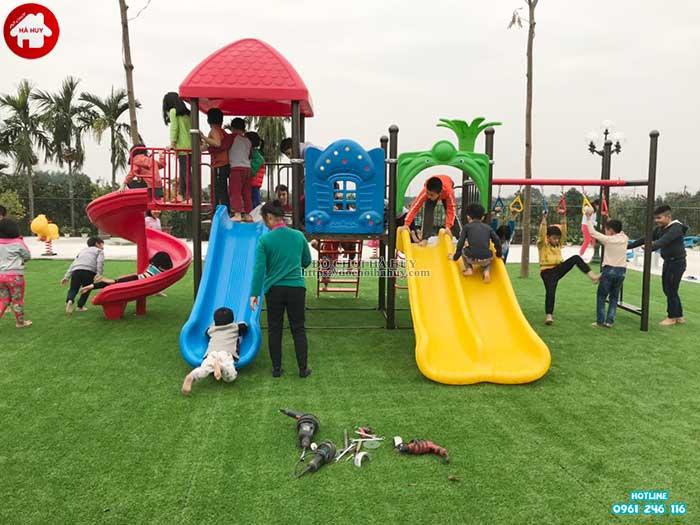 Lợi ích của cầu trượt liên hoàn đối với các bé