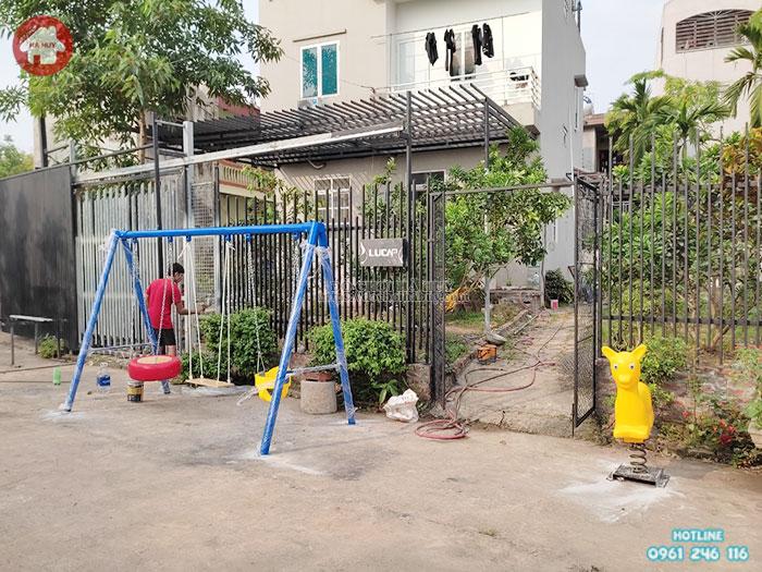 Gợi ý lựa chọn thiết bị đồ chơi trẻ em ngoài trời cho sân chơi gia đình trong mùa dịch