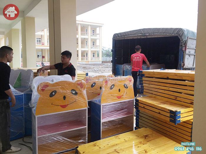 Đơn hàng tủ kệ và bán ghế mầm non của khách hàng tại Cầu Giấy – Hà Nội